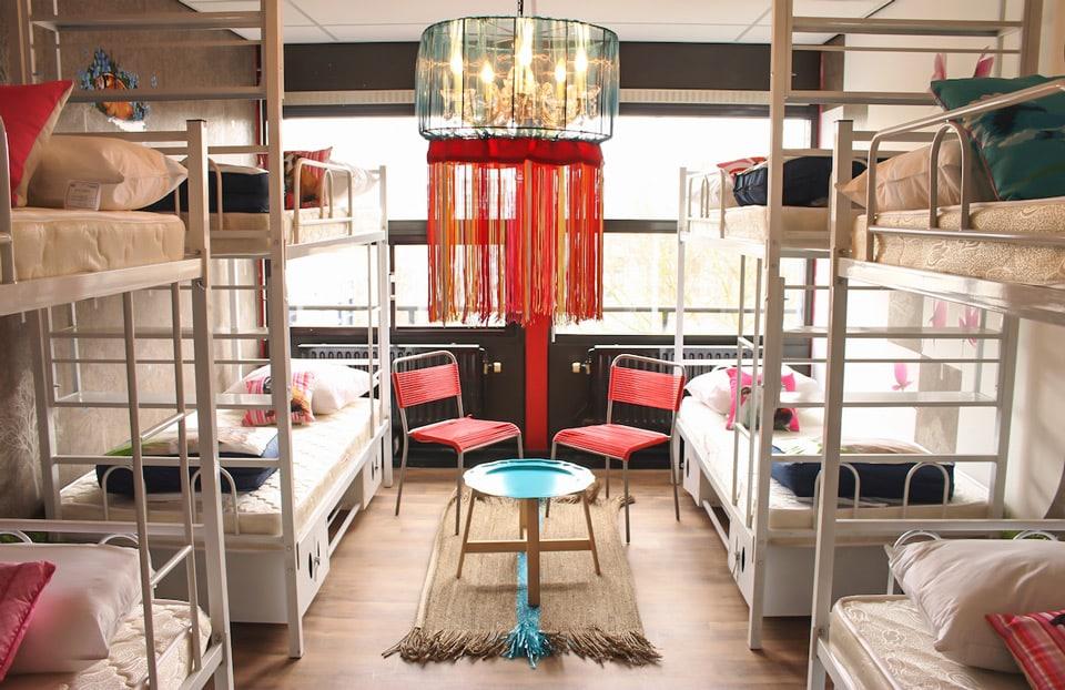 06_Hostelle-Amsterdam-Alice-in-Wonderland-Room