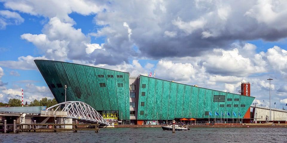 ТОП 12 музеев Амстердама: NEMO и Мокко, микробов и тела…