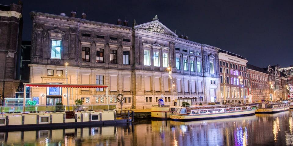 здание бывшего Банка Нидерландов – музей Алларда Пирсона