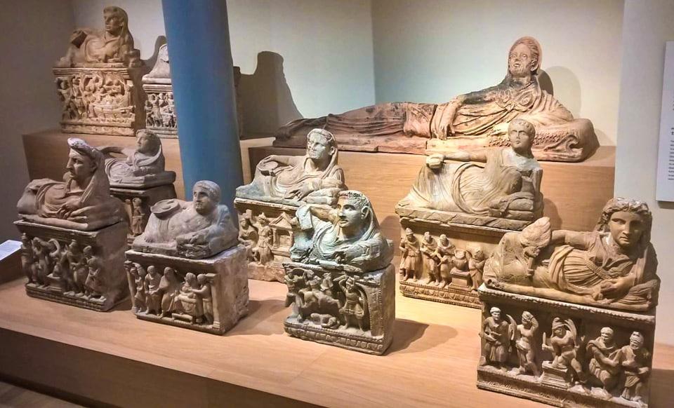 зал посвящённый этрускам в музее Алларда Пирсона в Амстердаме