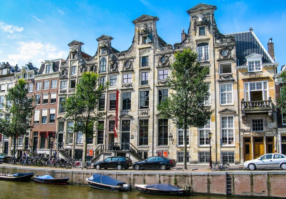 дом Кромхаут – здание музея библии в Амстердаме