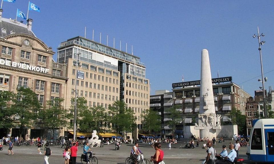 Площадь Дамбы