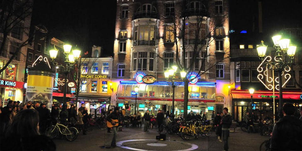 площадь Лейдсплейн - центр ночной жизни Амстердама