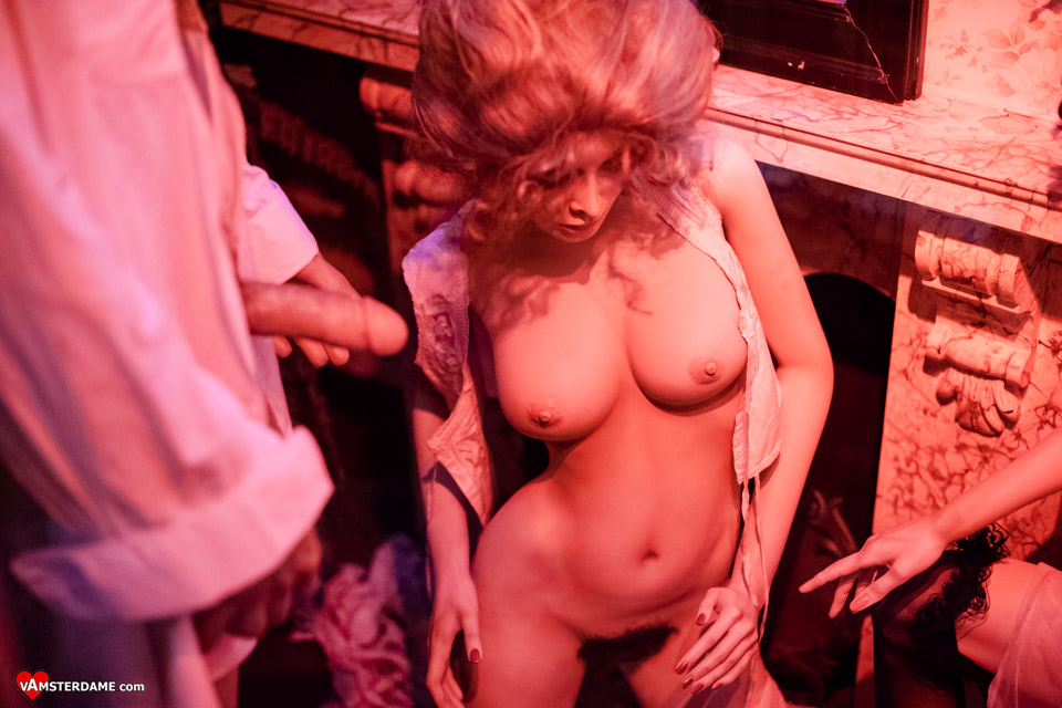 куртизанка маркиза де Помпадур в музее секса в Амстердаме