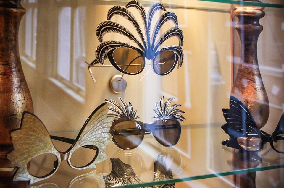 коллекция очков в музее Амстердама