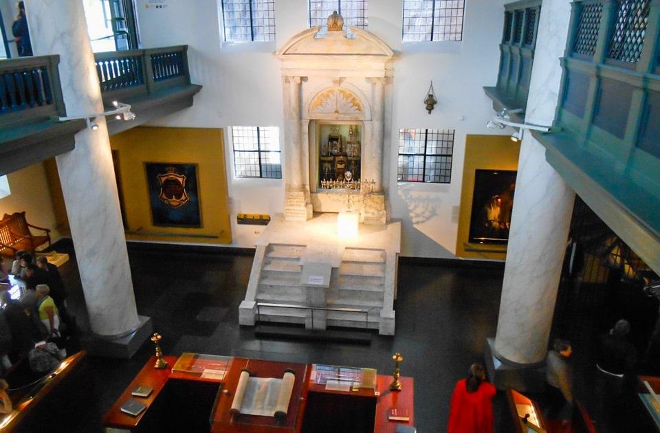 Португальская синагога в Амстердаме алтарь